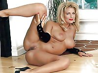 Aroused older housewives with restless hole
