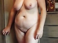 European experienced babe in her solo play
